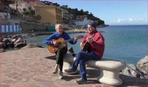 Findi e Giocatore a suonare la chitarra